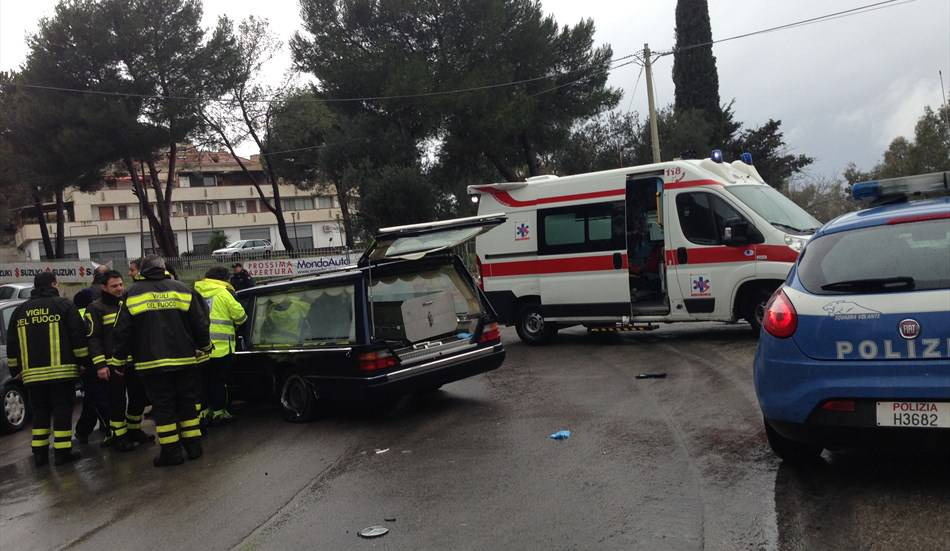 carro funebre, incidente a Novara