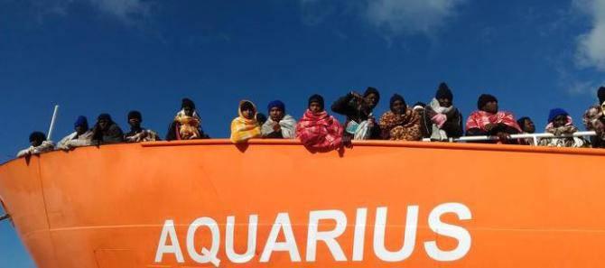 Aquarius, Salvini chiude i porti