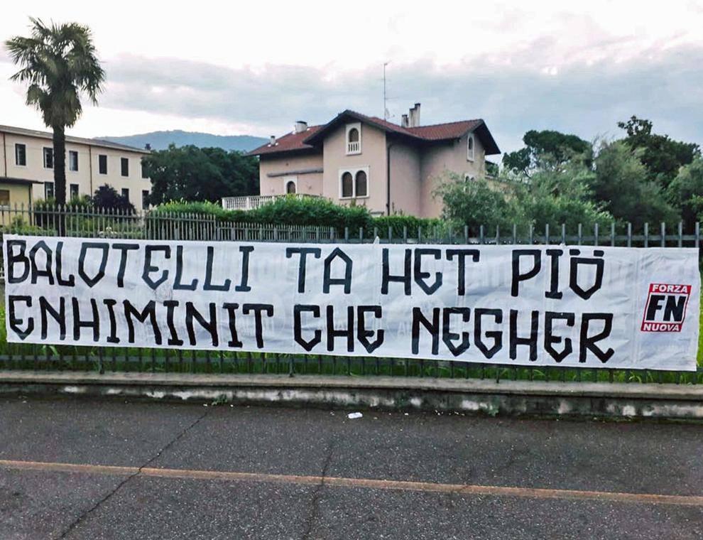 Balotelli, uno striscione per lui a Brescia