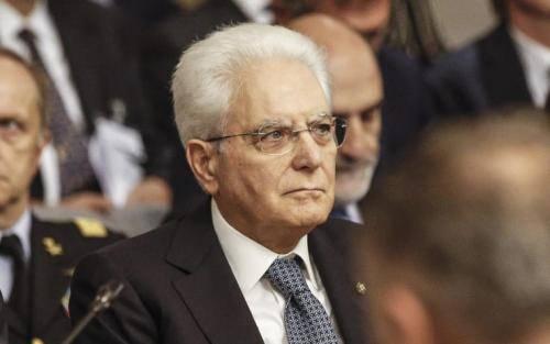 Migranti, il presidente Mattarella interviene sulla nave ferma a Trapani