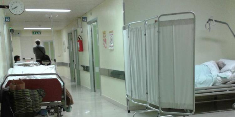 Tragedia in ospedale, paziente ucciso a mani nude