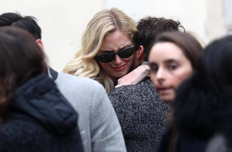 Funerali di Sanzogni, lacrime per Chiara Ferragni