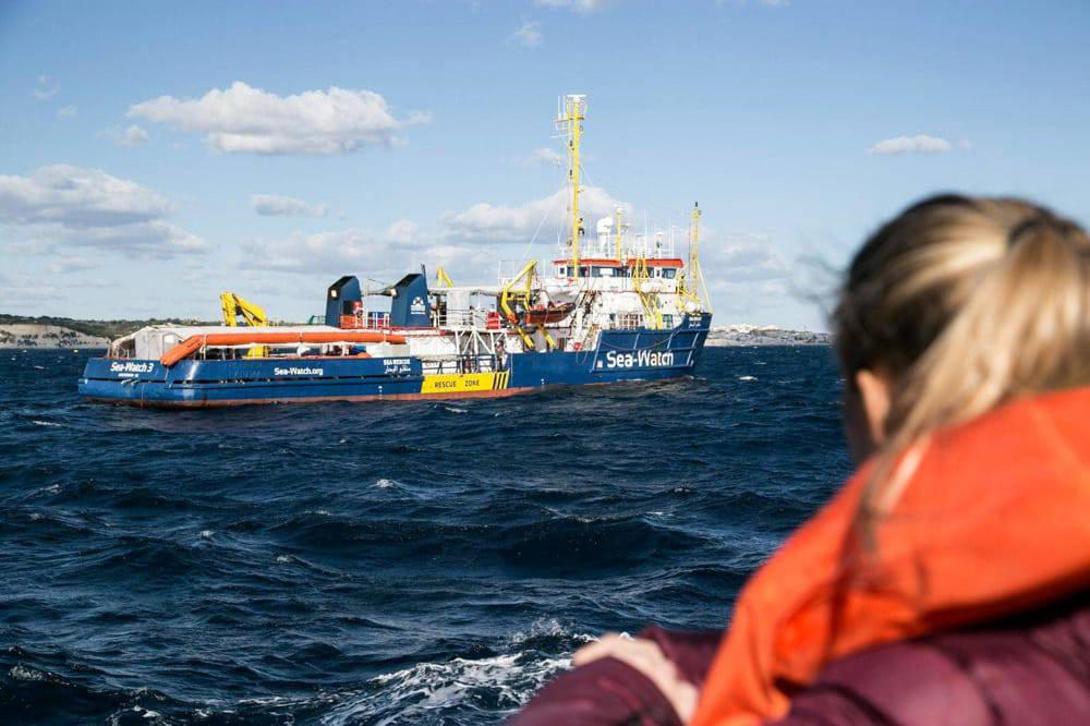 Blitz di tre parlamentari sulla Sea Watch - Leggilo