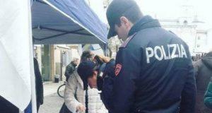 Firmano una petizione per Salvini, poliziotti sotto inchiesta