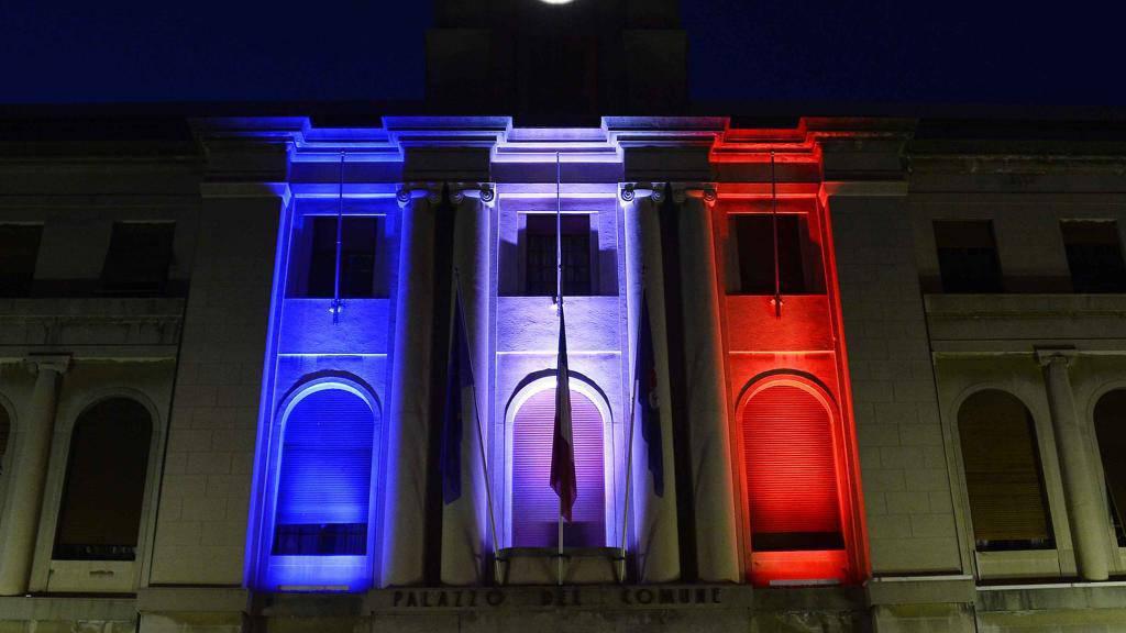 Imperia, bandiera della Francia sul Municipio