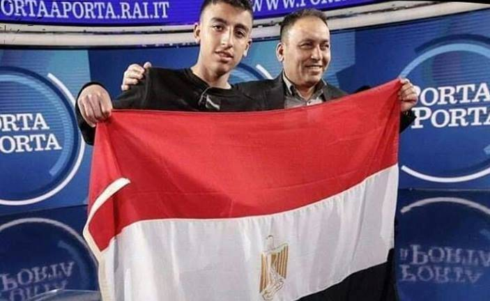 Ramy sventola bandiera egiziana - Leggilo