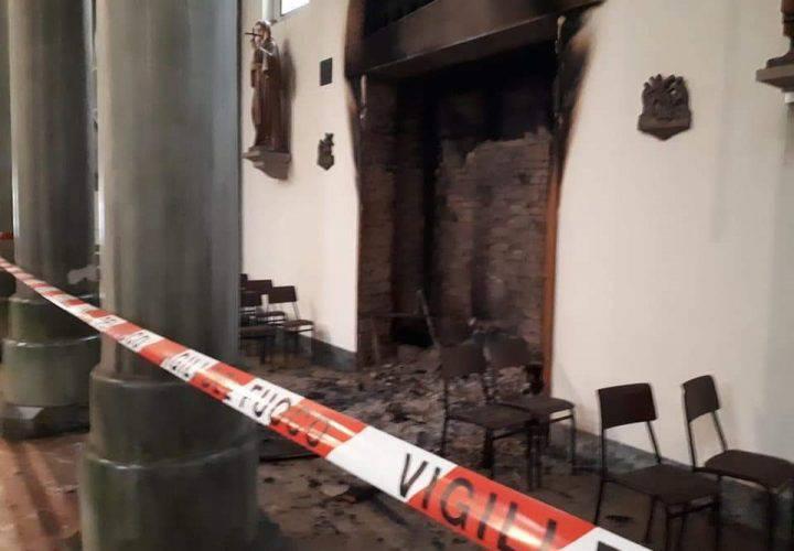 Alessandria parroco distrugge due confessionali