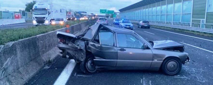 Sei auto, una contro l'altra sulla A1: muoiono due - Leggilo