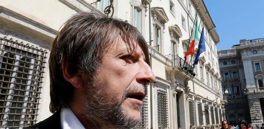 Casarini pronto a ripartire, Salvini tenta di fermarlo - Leggilo