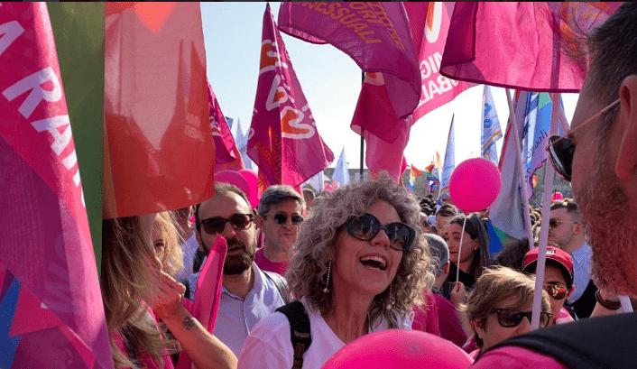 Monica Cirinnà al corteo femminista - Leggilo