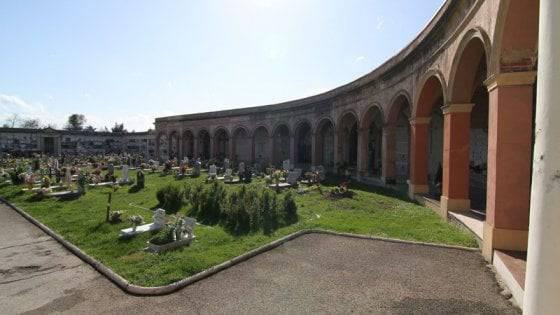 Pieve di Centro il cimitero immagini sacre oscurate - Leggilo