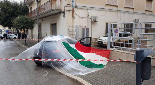 Carabiniere ucciso il tricolore sull'auto - Leggilo