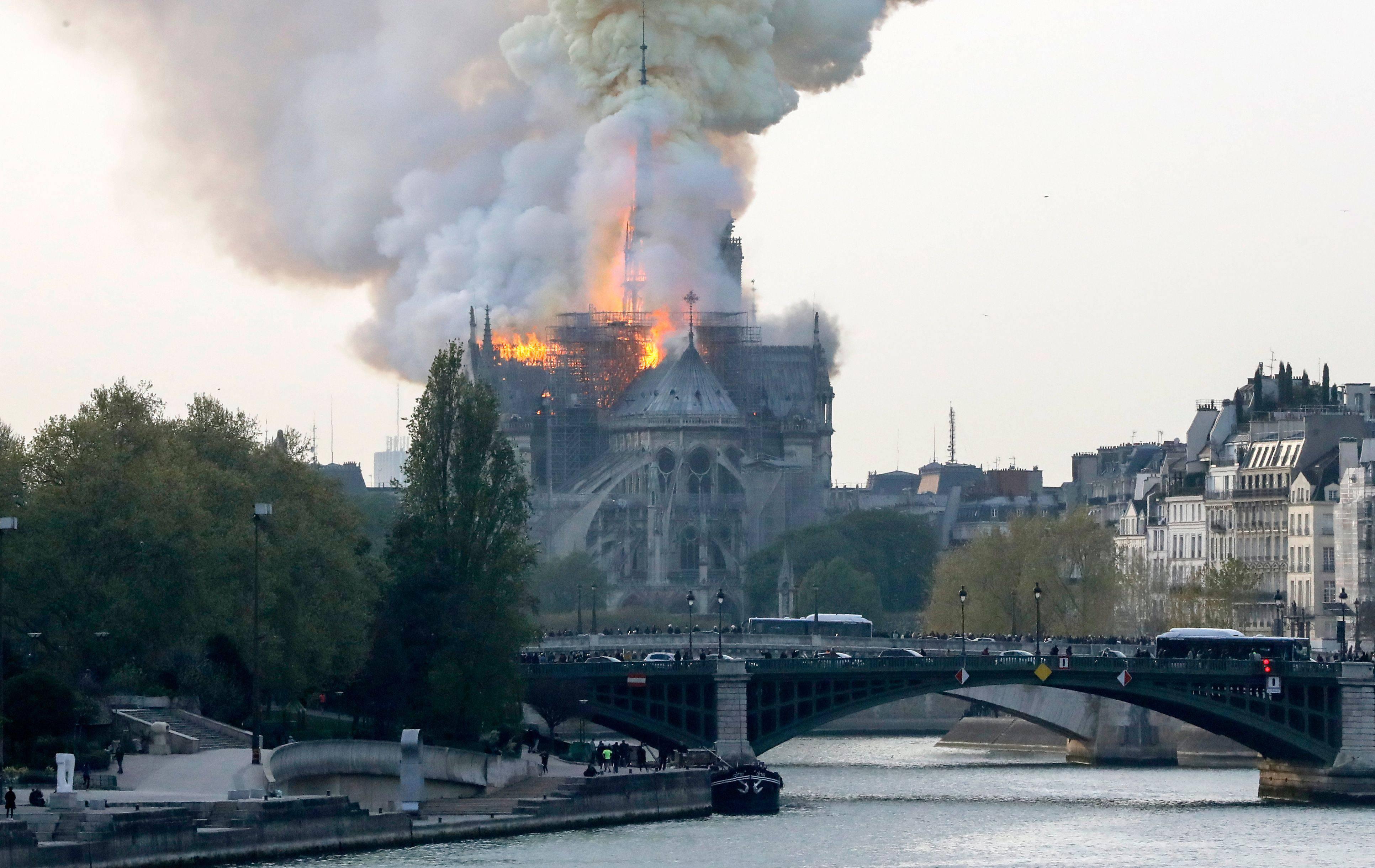 Parigi incendio - Leggilo