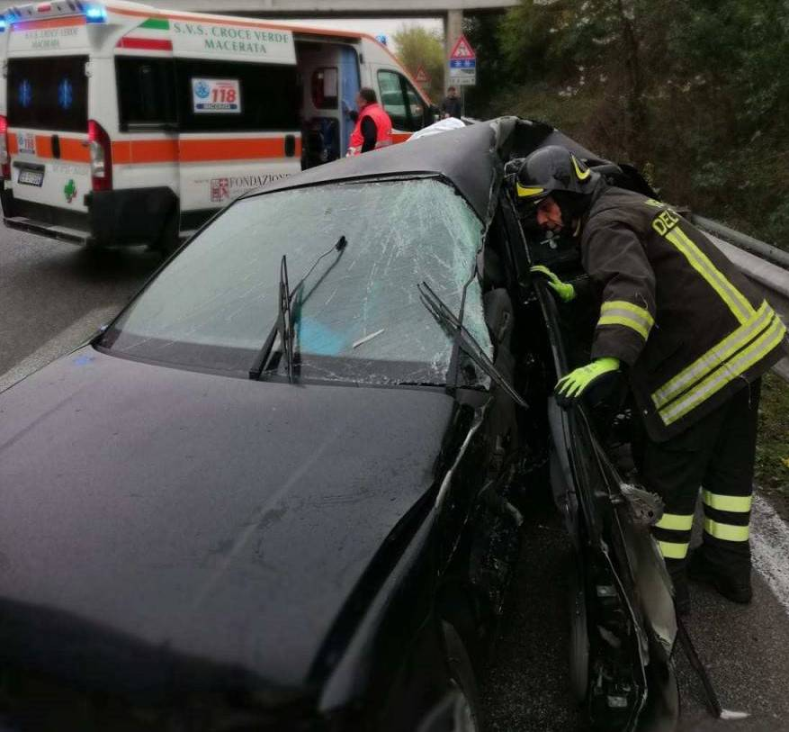 incidente stradale, muore donna - Leggilo