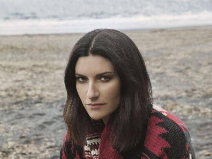 """Laura Pausini: """"Rubano i fiori dalla tomba di mia nipote"""" - Leggilo"""