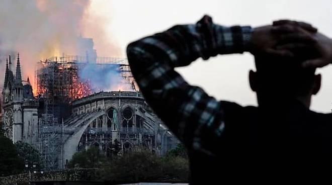 Notre-Dame incendio - Leggilo