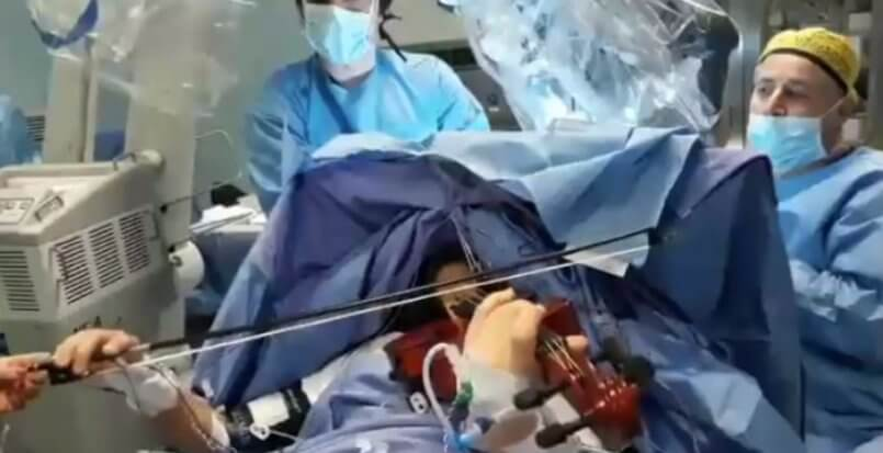 suona il violino operata per un tumore - leggilo