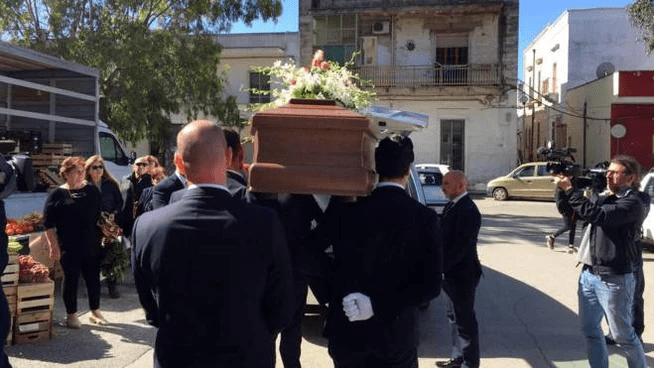 Antonio Stano funerale da solo - Leggilo