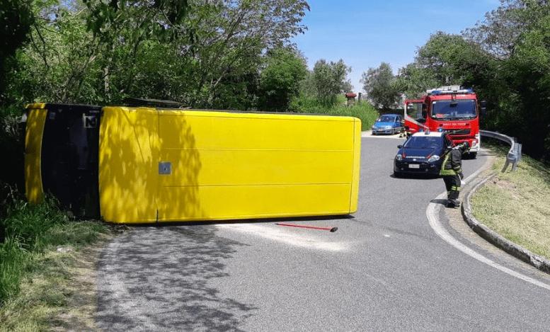 Incidente ad Arquà Petrarca, bus si ribalta autista ubriaco - Leggilo
