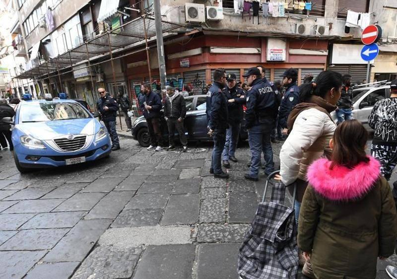 Napoli, bambina di 4 anni colpita in strada - Leggilo