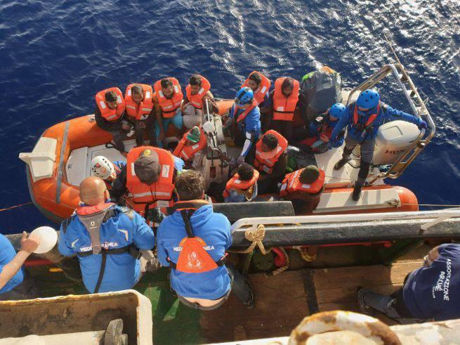 Mare Jonio soccorsi 30 migranti - Leggilo