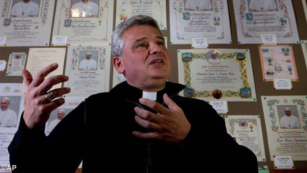 Krajewski non apre case deel Vaticano - Leggilo