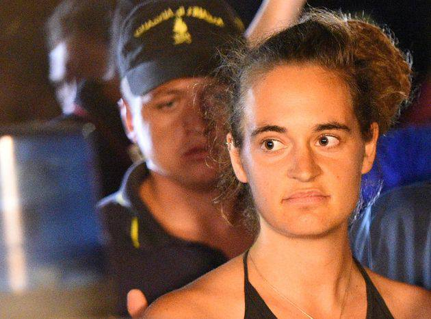 Carola Rackete motovedetta guardia di finanza scontro - Leggilo