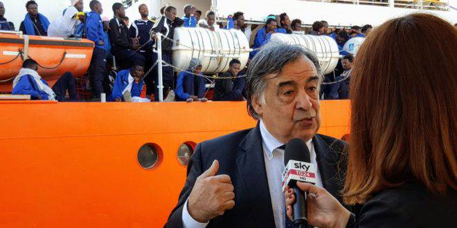 Leoluca Orlando sindaco di Palermo cittadinanza onoraria staff equipaggio Sea Watch Carola Rackete - Leggilo