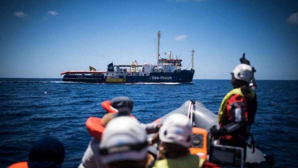 Sea Watch migrante sbarcato Lampedusa - Leggilo