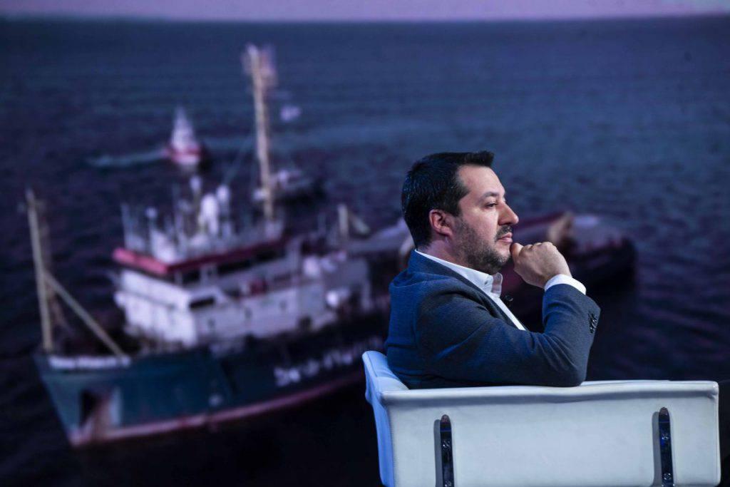 Sea Watch ferma a Lampedusa - Leggilo