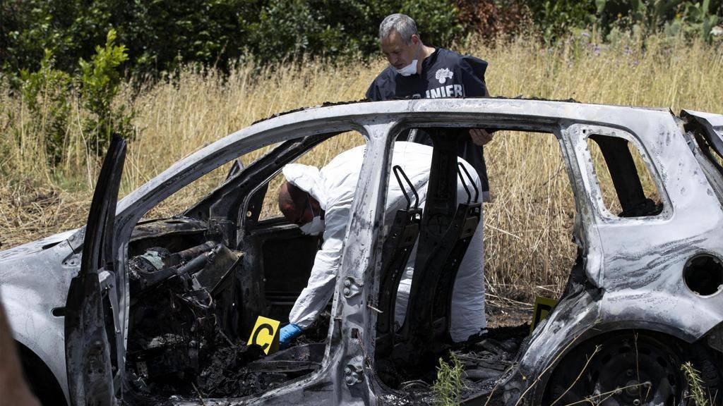 Roma coppia carbonizzata auto mistero - Leggilo