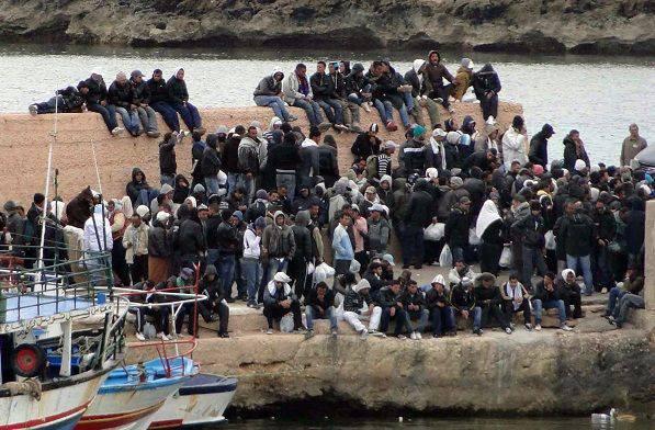 Migranti sbarcano a Lampedusa - Leggilo