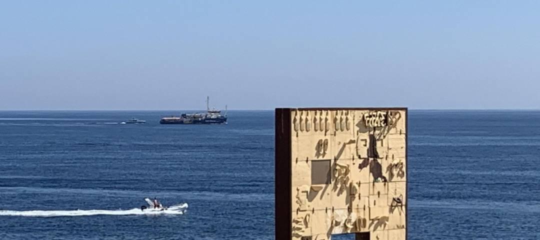Sea Watch ferma a mezzo miglio da Lampedusa - Leggilo