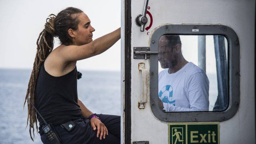 Navi Marina fermare sbarchi - Leggilo