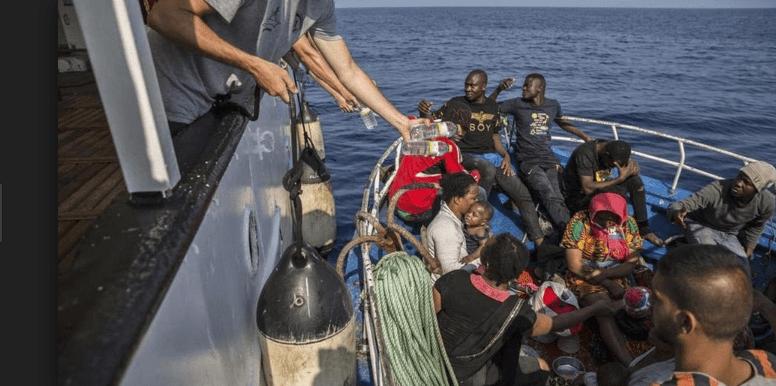 Nave Alex bloccata porto Lampedusa - Leggilo
