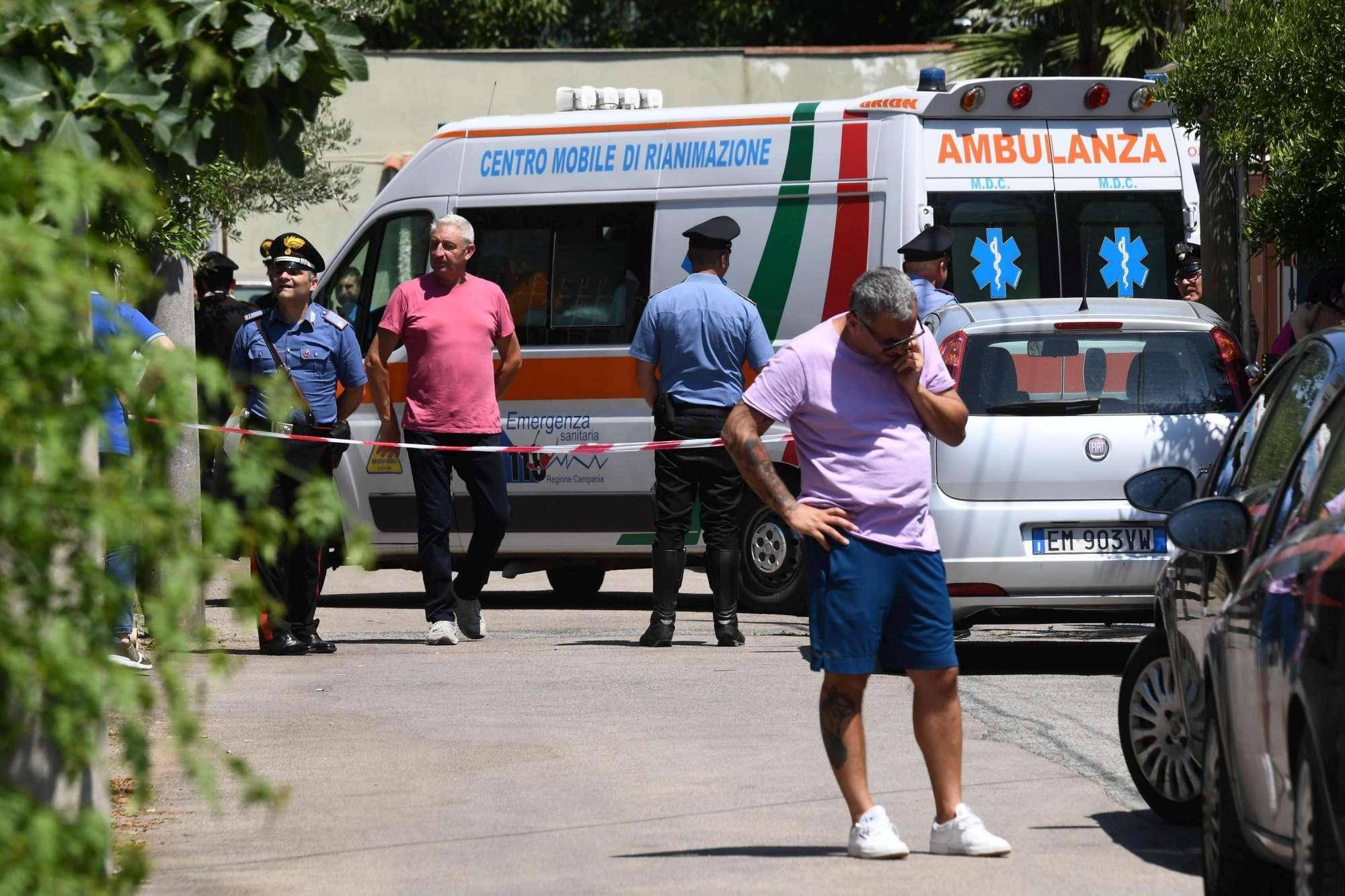 Napoli padre lancia la figlia dal balcone - Leggilo