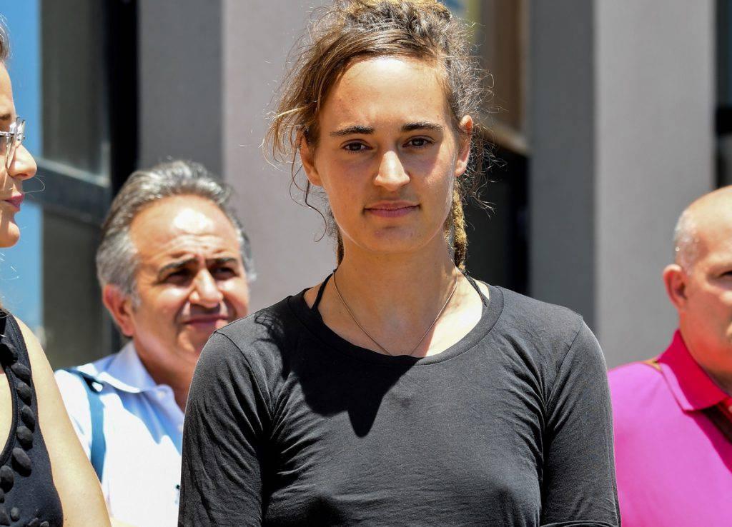 Nicoletta Nobile e Giulia Trivero ragazze Torino donne una giornata senza reggiseno solidarietà capitana Sea Watch - Leggilo