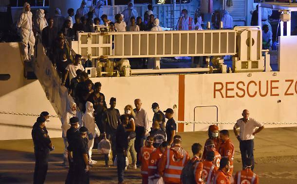 Migranti fuggono dal centro di detenzione - Leggilo