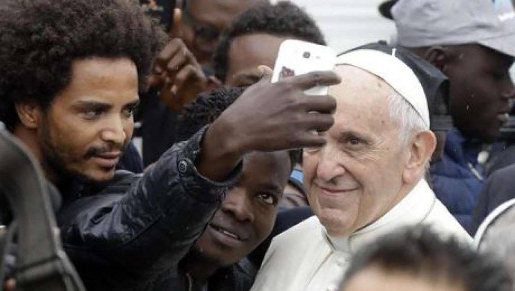 Papa Francesco politici insulti - Leggilo