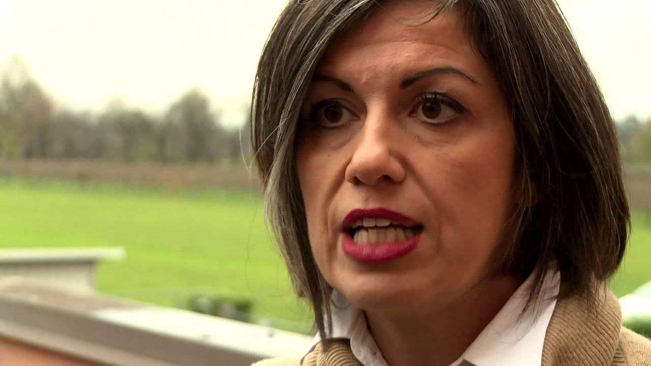 Valeria Montanari Meloni come Mussolini - Leggilo