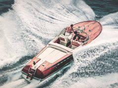Richard Gere a bordo di un gommone di lusso - Leggilo