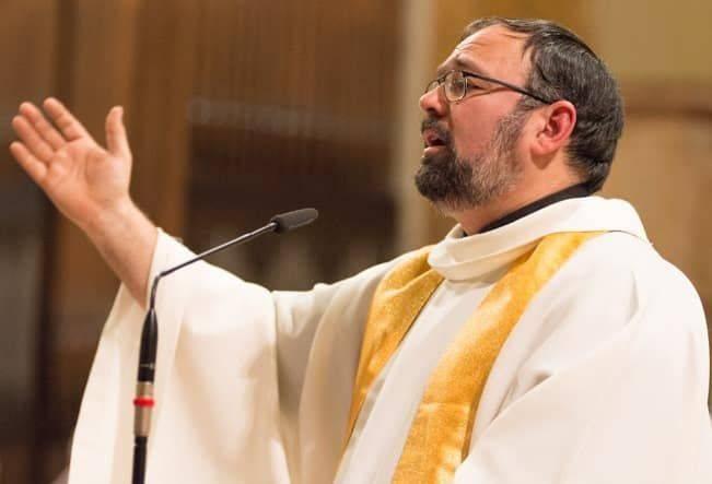 Arcivescovo contro Salvini, Lucca - Leggilo