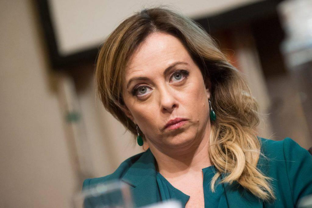 Leader Fratelli d'Italia Giorgia Meloni insulti dall'ex Brigate Rosse Raimondo Etro riceve reddito di cittadinanza dal Movimento 5 Stelle - Leggilo