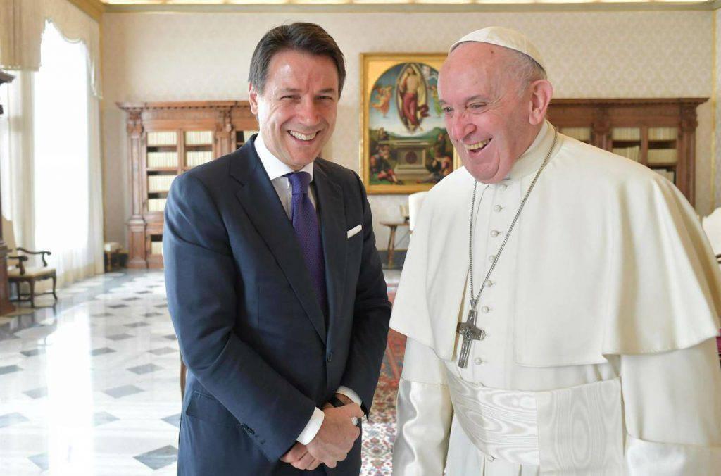 Incontro tra il presidente del Consiglio Giuseppe Conte e Papa Francesco ai funerali del cardinale Achille Silvestrini - Leggilo