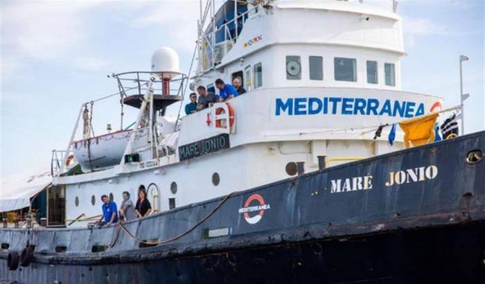 Mare Jonio ong Mediterranea Saving Humans senza porto sicuro Italia e sbarco immigrati - Leggilo