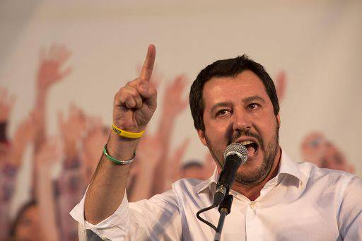Matteo Salvini comizio a Massa - Leggilo