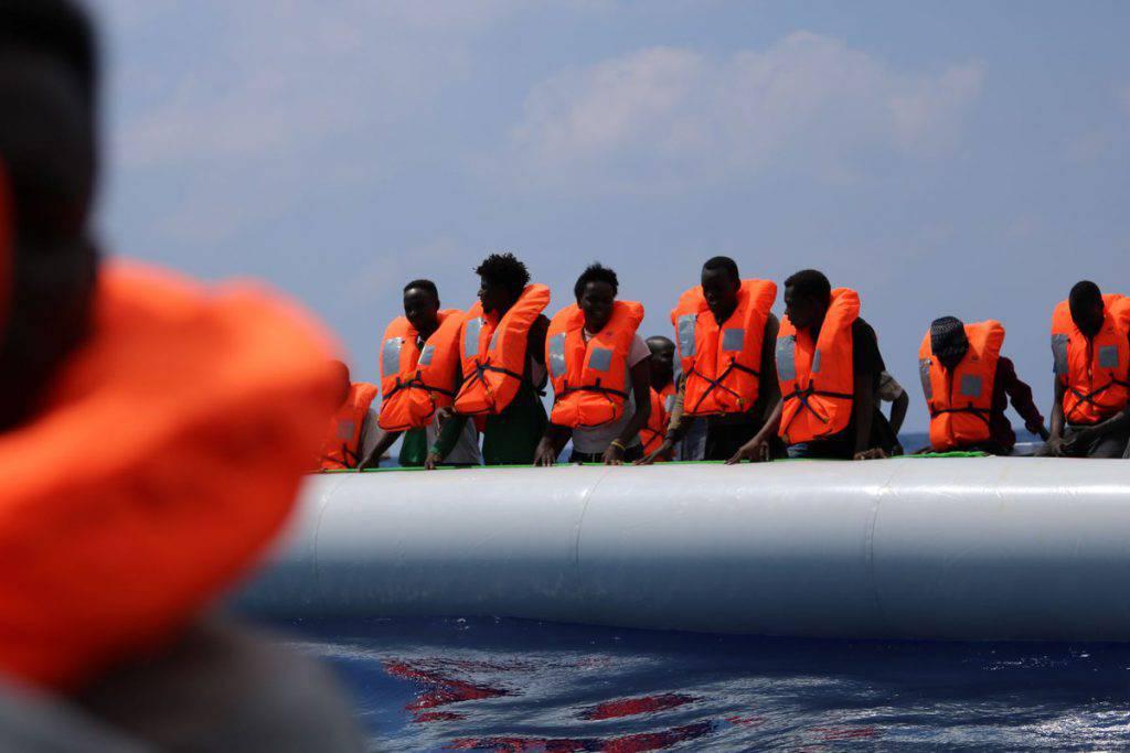 Ocean Viking imbarcazione gestita da Medici senza frontiere Sos Mediterranee in stallo da 13 giorni tra Linosa e Malta con 356 migranti a bordo chiede un porto sicuro - Leggilo