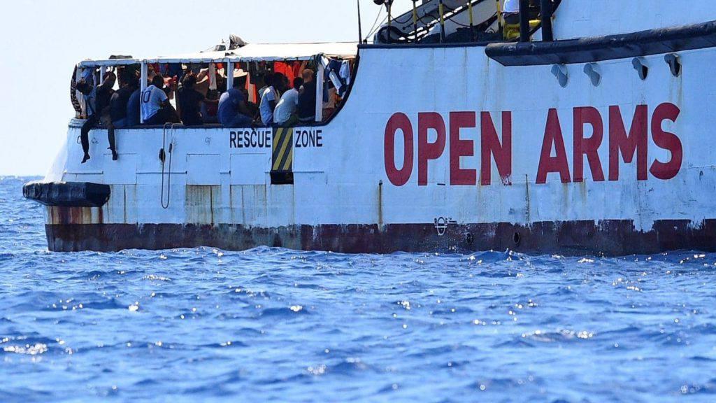 Open Arms Procura Agrigento pm Luigi Patronaggio sequestra imbarcazione sbarco migranti e apre indagine reato omissione atti d'ufficio leader della Lega Matteo Salvini - Leggilo
