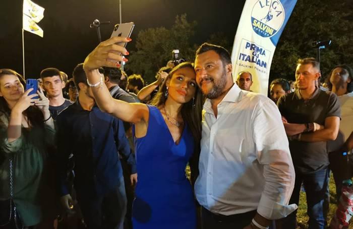 Selfie con Salvini, stanza negata - Leggilo