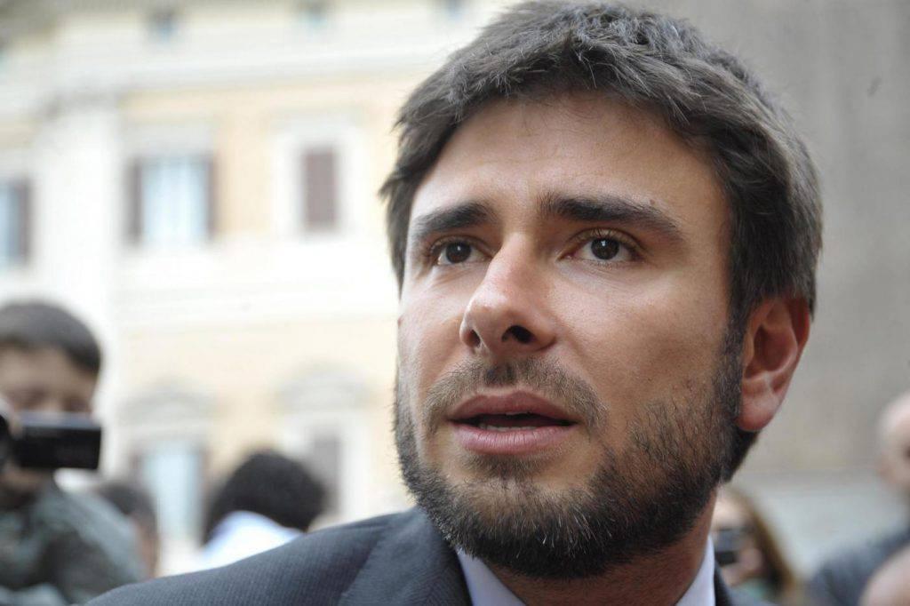 Alessandro Di Battista ex deputato M5s Matteo Salvini come Matteo Renzi scettico sul governo con il PD garante dei poteri forti - Leggilo